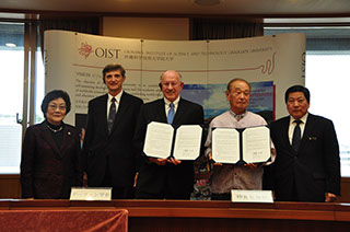 (From left) Dr. Sho, Provost Baughman, President Dorfan, Gov. Nakaima, and Mr. Kawakami