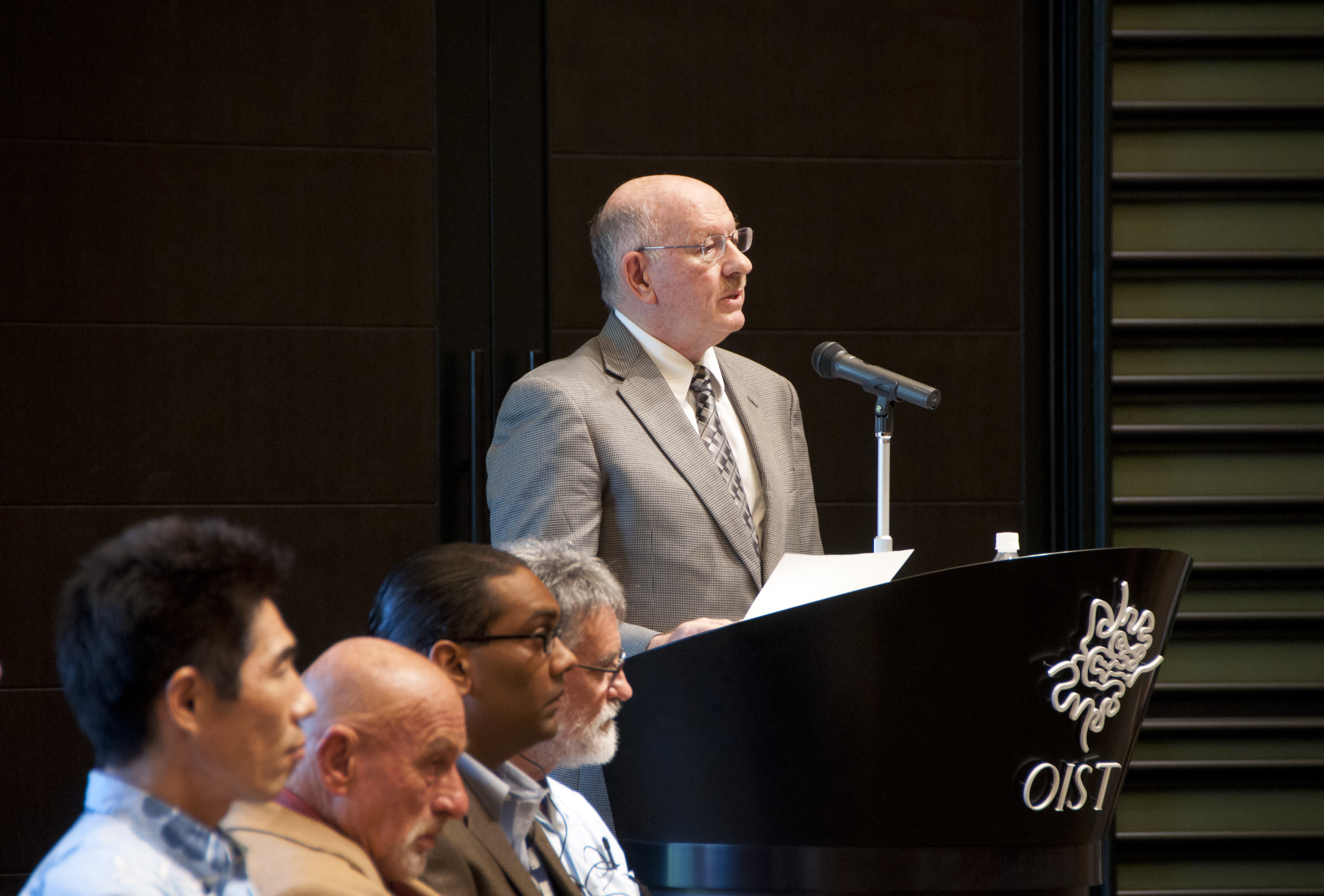 ジョナサン・ドーファン沖縄科学技術大学院大学学長、OIST博士課程開設式典にて。2012年9月6日