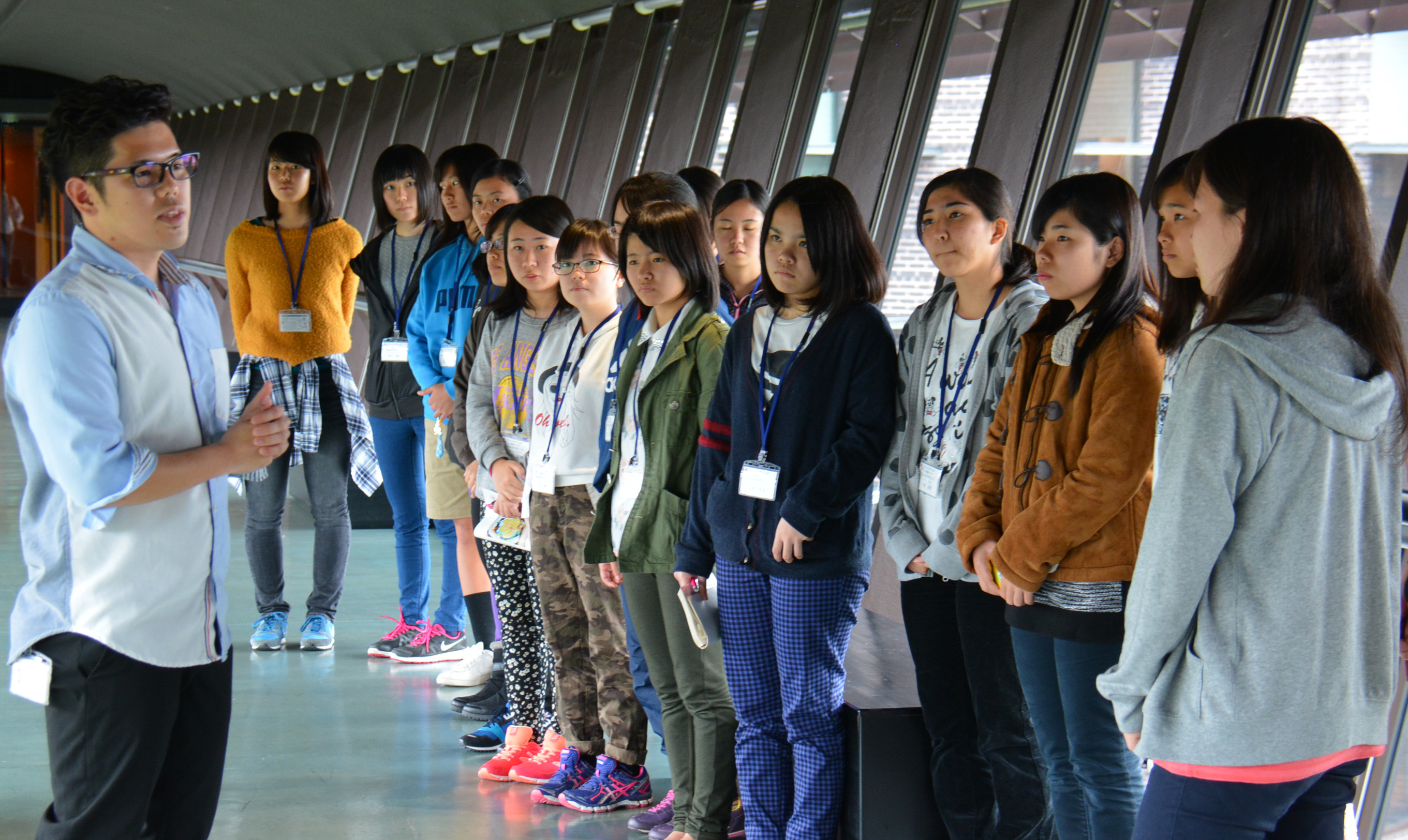 Yuki Yamauchi leads high school students from Okinawa in an OIST guided tour