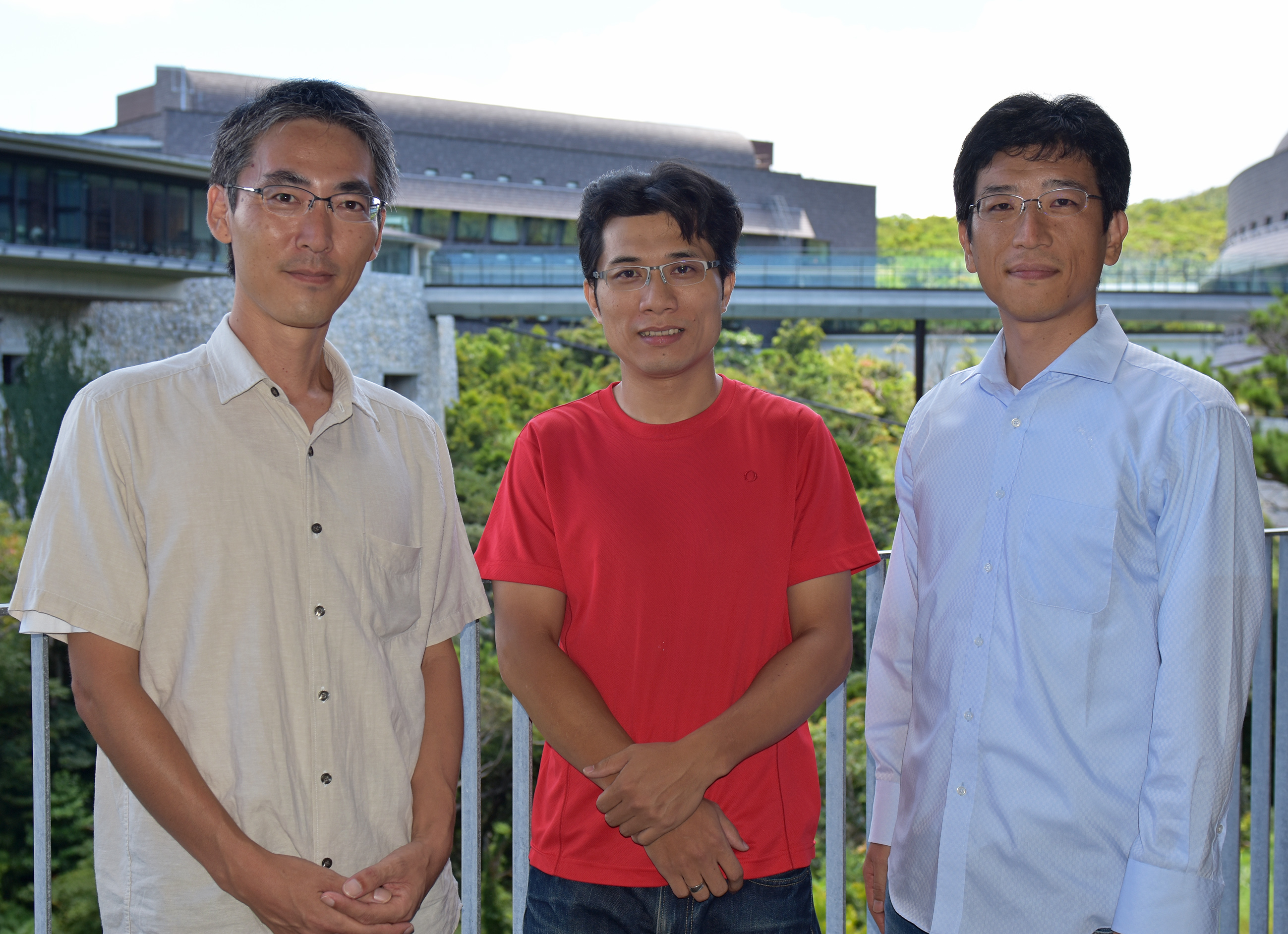 (左から)統合オープンシステムユニットの神吉 恭太氏、クンイー・シーン博士、浅井 義之博士