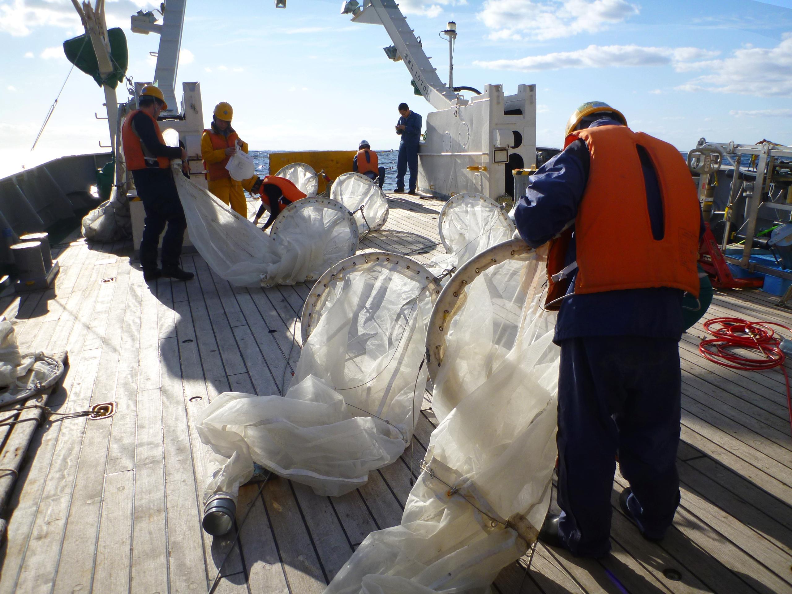 海洋研究開発機構・学術調査船「淡青丸」にて