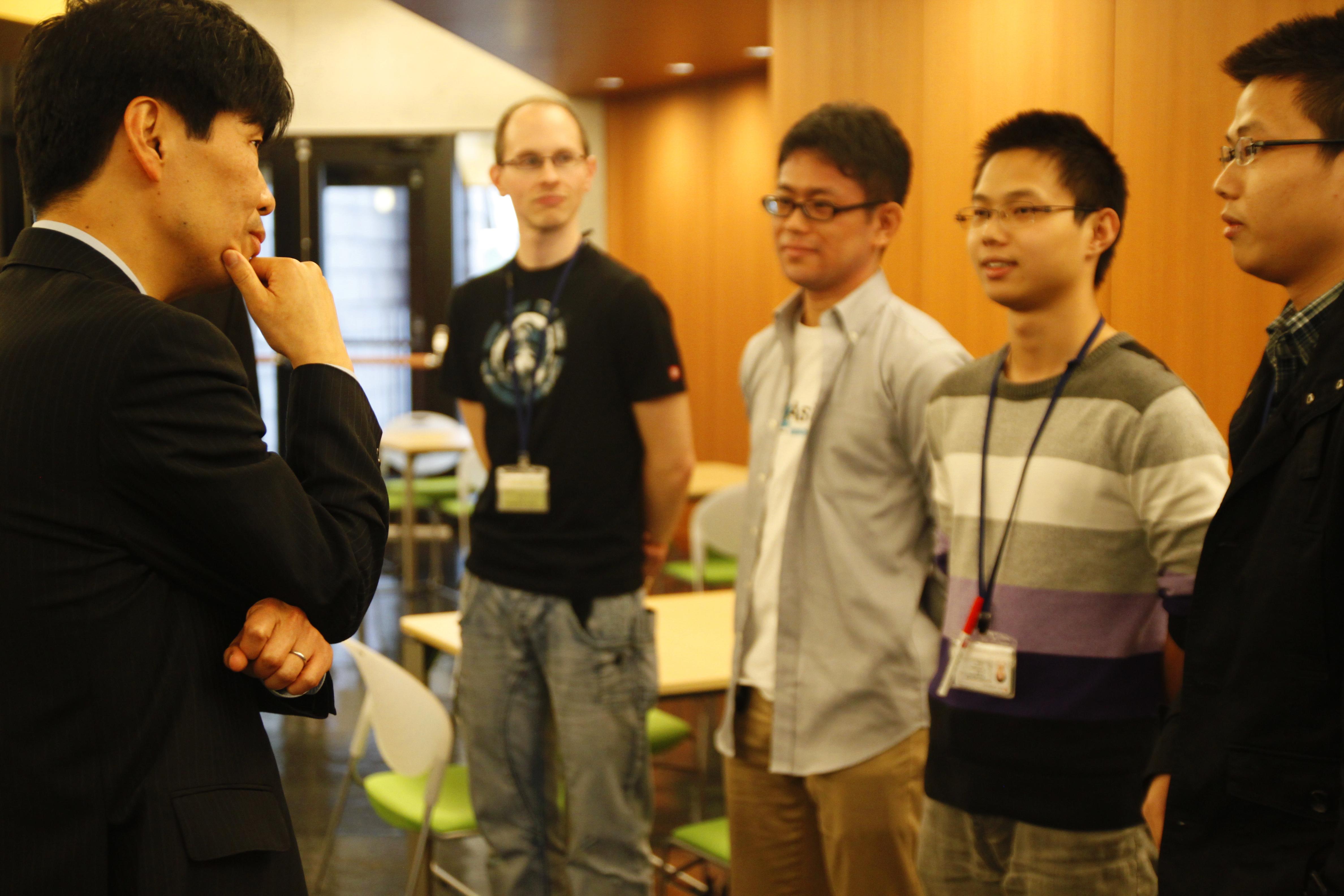 Minister Yamamoto Speaks with OIST Graduate Students