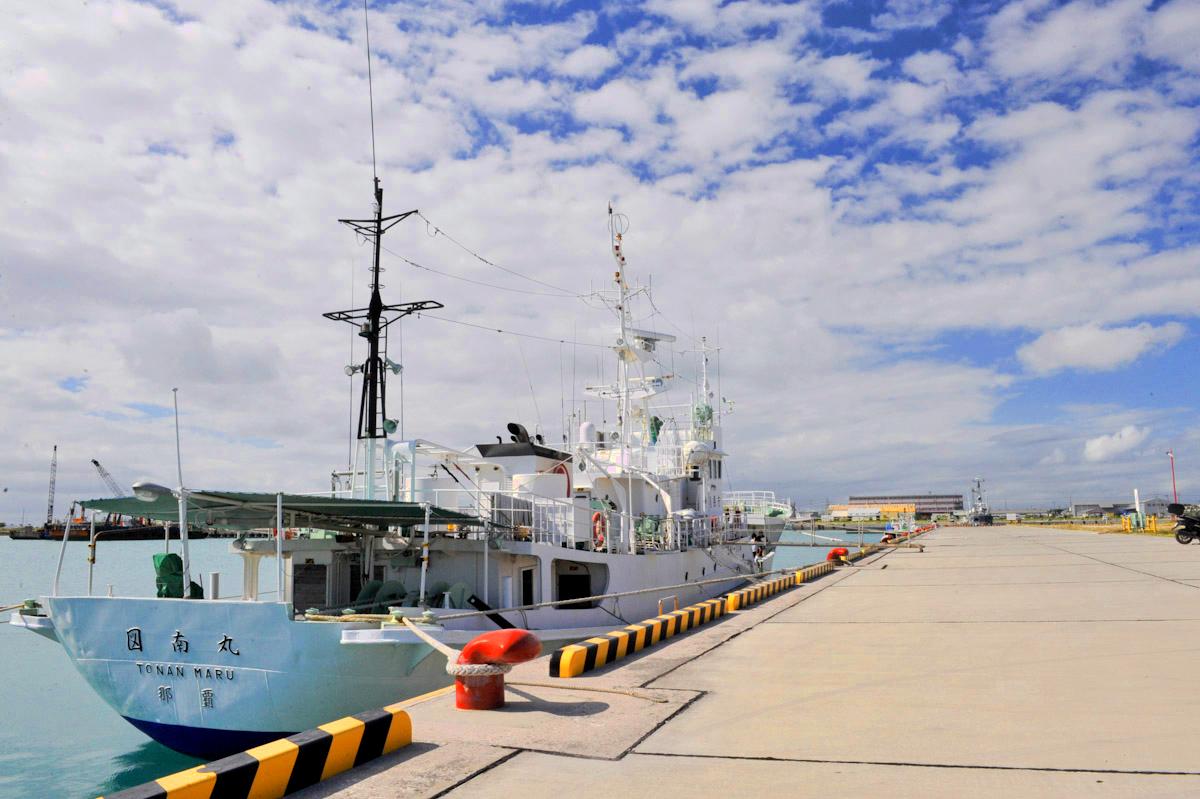 沖縄県水産海洋研究センターの漁業調査船「図南丸」(となんまる)