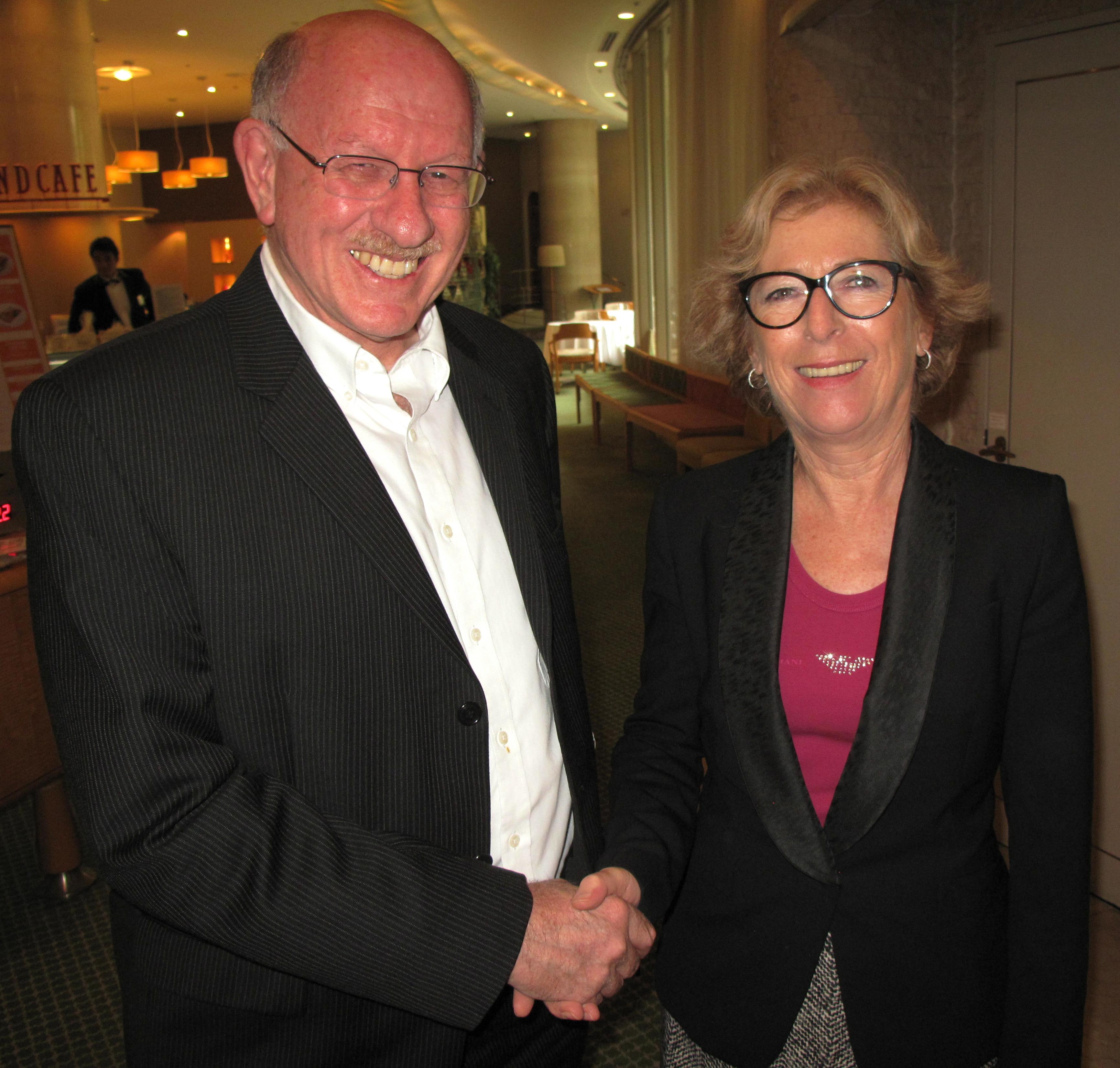 ドーファン学長と仏国のジュヌヴィエーヴ・フィオラゾ高等教育研究大臣 (6 Oct 2013)