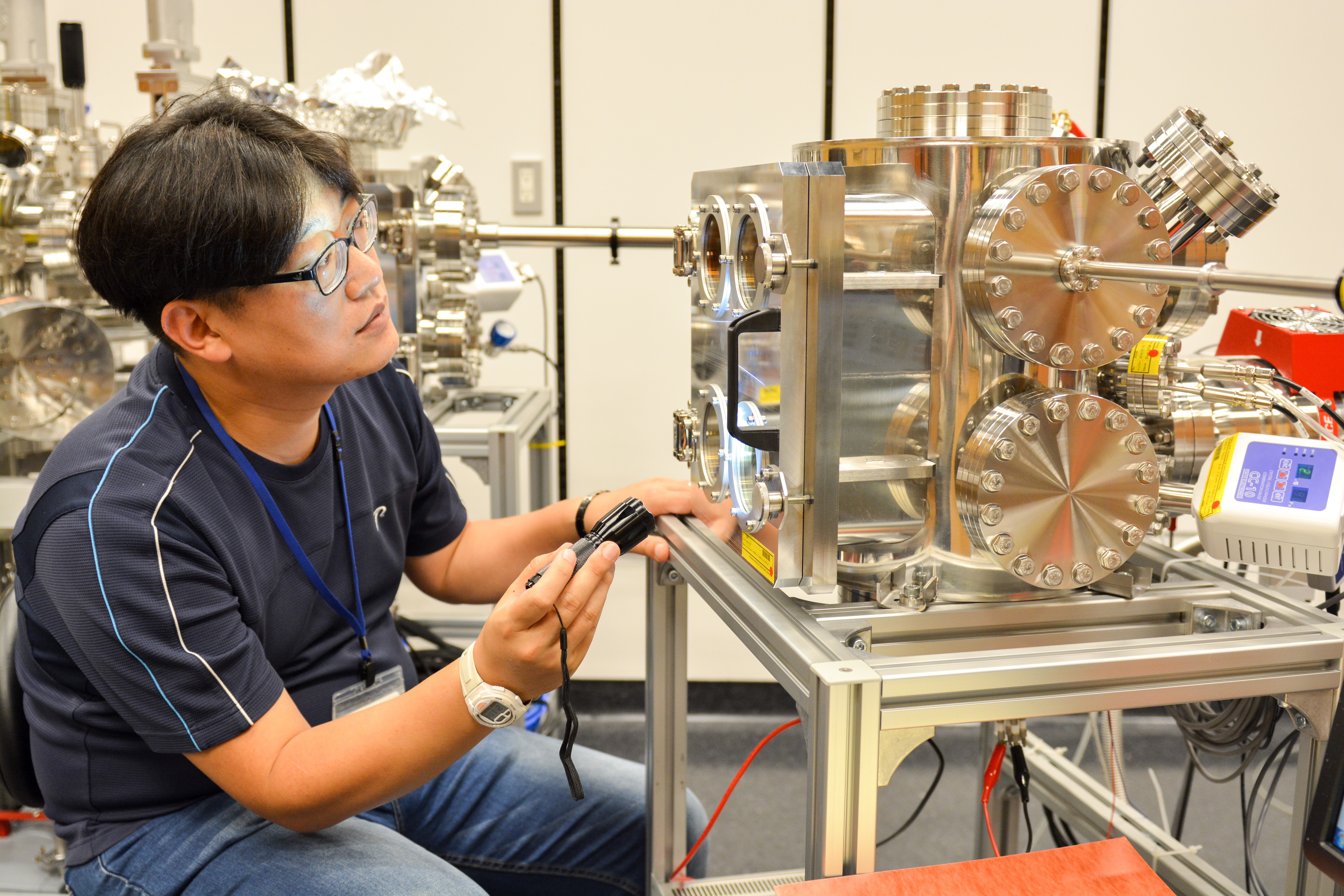 Min-Cherl Jung Monitors Vacuum Evaporation Process