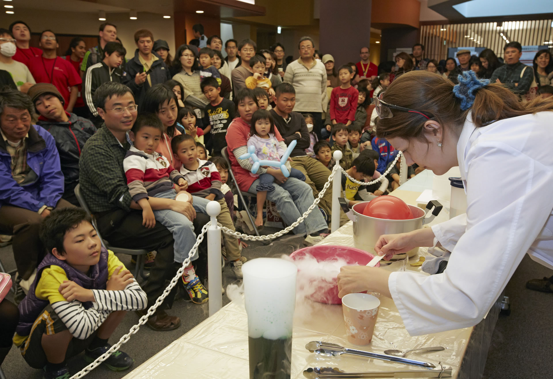 Scientific demonstration at the OIST Open Campus (Photo 2)