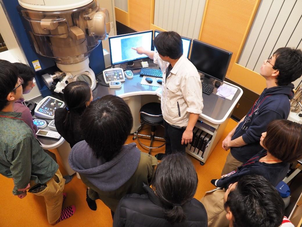 サイエンスチャレンジの学生、OISTの研究室を訪問