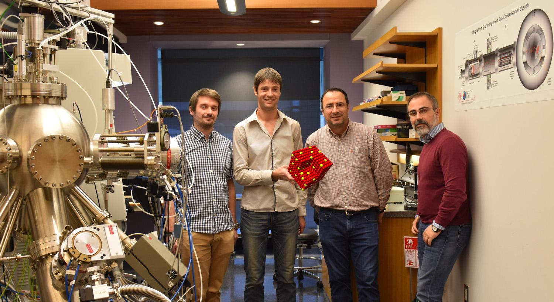 ナノ粒子技術研究ユニットのメンバー。(左から)ステファン・シュタインハワー博士、ジェローム・ヴェルニア博士、ムックレス・ソーワン准教授、パナジオティス・グラマティコプロス博士