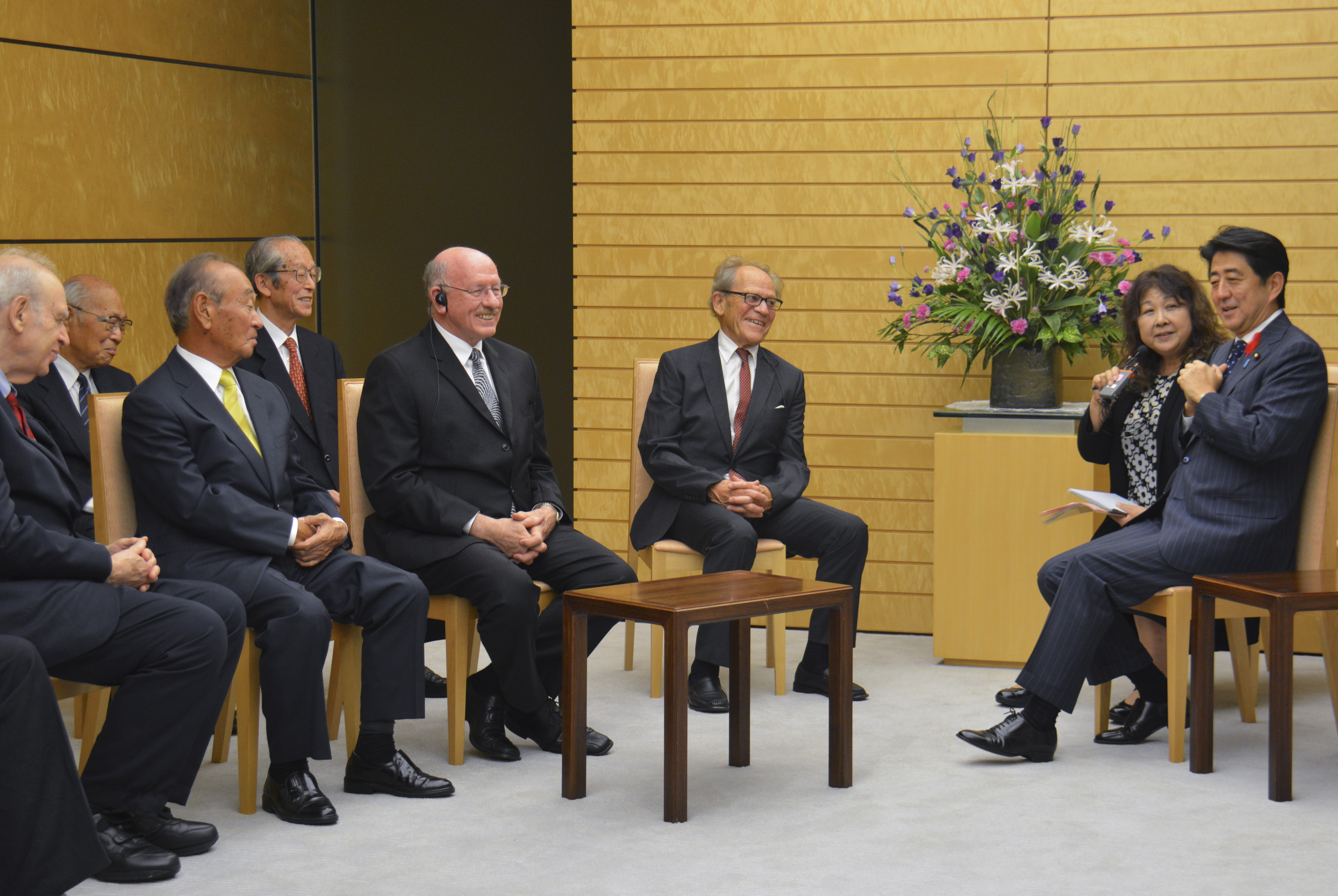 Board of Governors Meeting with Japanese Prime Minister Abe , 3 October 2013