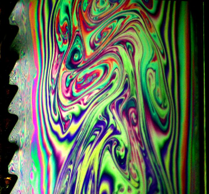 石鹸水の薄膜に見られる渦