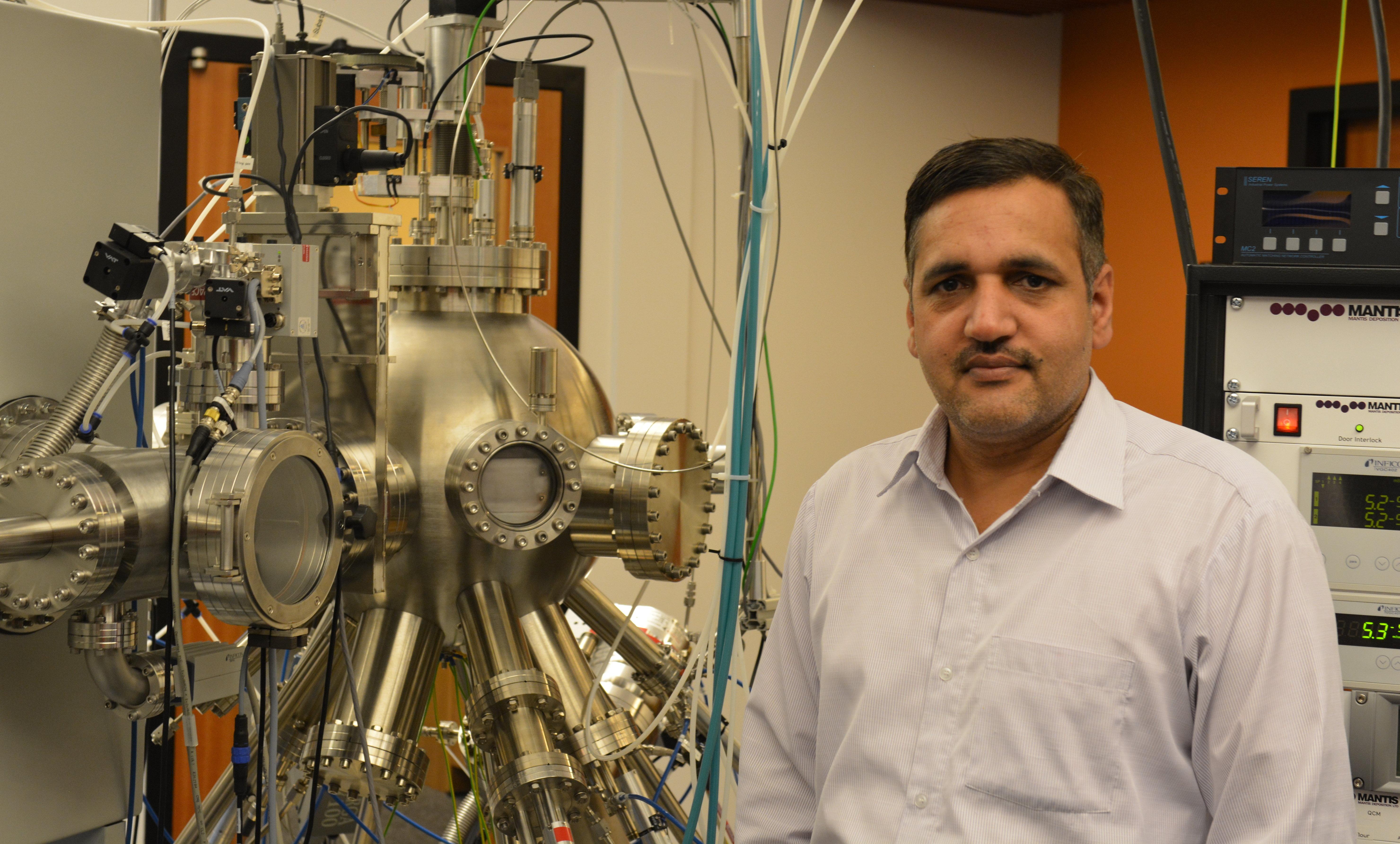 OISTナノ粒子技術研究ユニットのポスドク研究員で、論文筆頭著者のヴィッディア・シング博士
