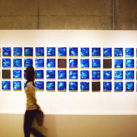 Ishigaki Blue – a visitor walks by the artwork
