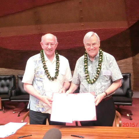 OIST President Jonathan Dorfan (left) and UHM Interim Chancellor Robert Bley-Vroman
