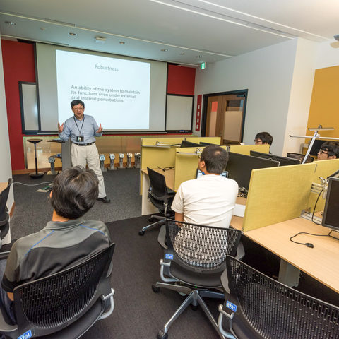 Professor Kitano teaches graduate students