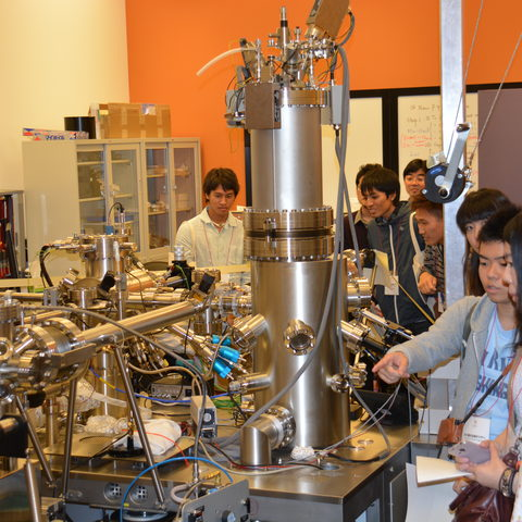 Ryudai Students in the Energy Materials and Surface Sciences Unit