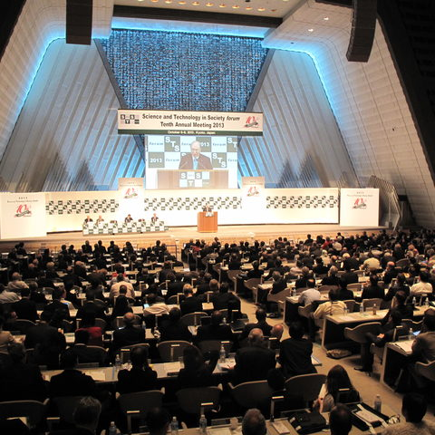 1000 delegates attended the STS Forum 2013 in the Kyoto Conference Center (6 Oct 2013)