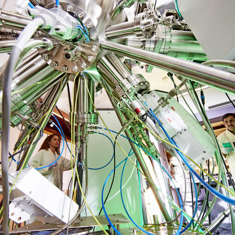 Designing and harnessing the properties of nanoparticles for nanotechnology and biomedical applications (Photo 2)