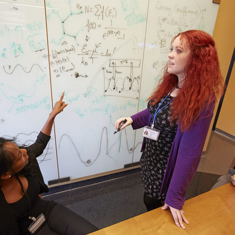 Young OIST researchers in scientific discussion (Photo 2)