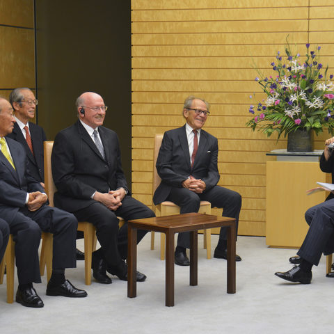 Board of Governors Meeting with Japanese Prime Minister Shinzo Abe, 3 October 2013