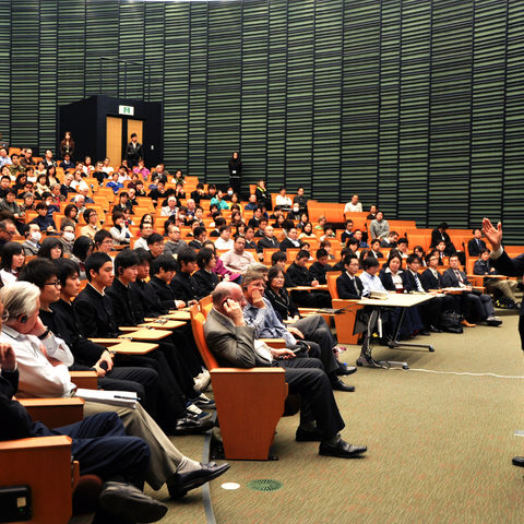 Ryōji Noyori, Nobel Laureate and President of RIKEN, gives a lecture in the OIST Auditorium
